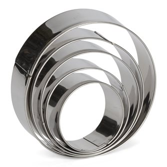 Set of 5 round stainless steel cookie cutters